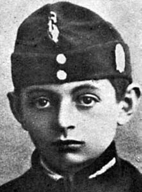 Czarno-biały portret Antoniego Petrykiewicza.
