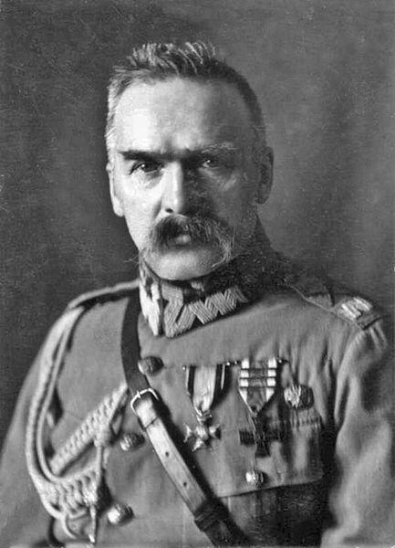 Czarno-biały portret Józefa Piłsudskiego w mundurze. Autor: Witold Pikiel.